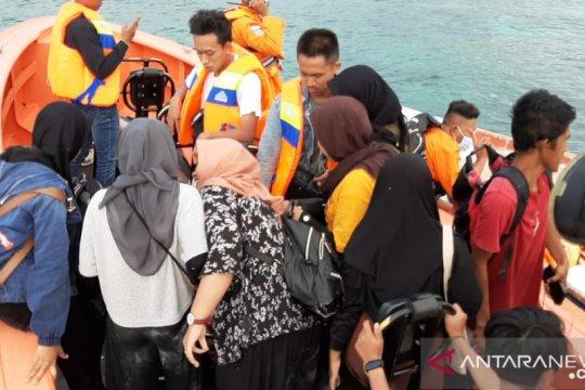 SAR Maumere selamatkan wisatawan di perairan Batu Bolong