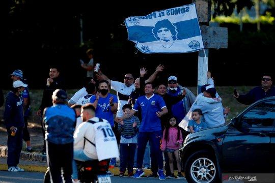 Berbagai kebahagiaan Maradona di ultah ke-60