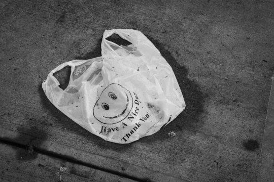 Bukan tempat sampah, ini cara gunakan kantong plastik yang baik