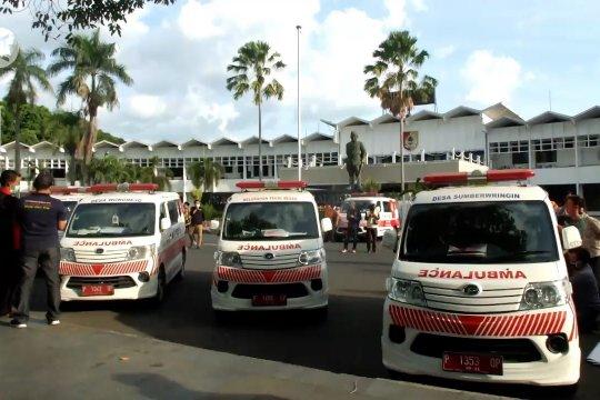 Bawaslu dan Pemkab Jember tutup gambar calon petahana di ambulan