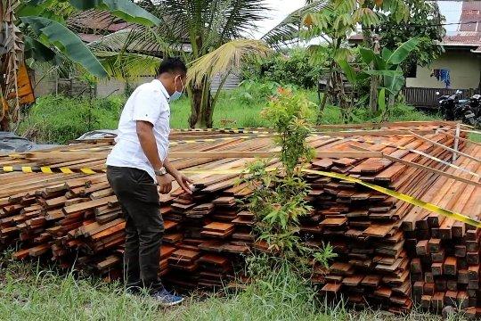 Ditpolairud Polda Kalbar gagalkan penyelundupan 1000 batang kayu campuran