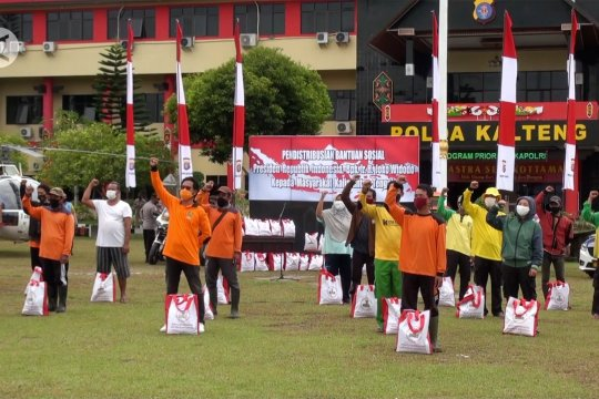 Polda Kalteng salurkan 100 paket bansos Presiden