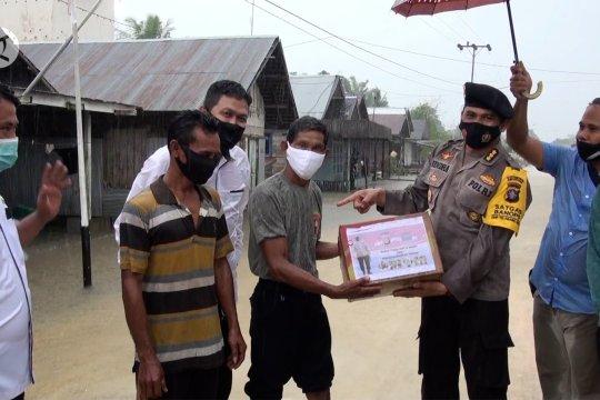 Polda Kalteng salurkan bantuan korban banjir lewat udara