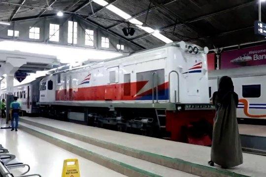 Antisipasi dampak unjuk rasa, KA jarak jauh berhenti di Stasiun Jatinegara