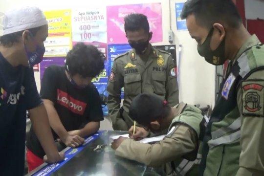 Pedagang langgar jam malam, Satgas COVID-19 Lebak berikan denda Rp100 ribu