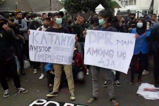 Ridwan Kamil minta masyarakat monitoring pelaksaan UU Cipta Kerja