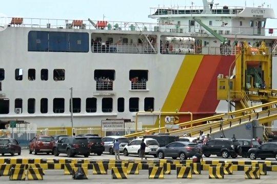 ASDP Merak siapkan lashing kendaraan antisipasi cuaca buruk saat penyeberangan