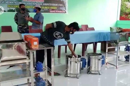 BKSDA Sultra serahkan bantuan alat produksi abon untuk Desa Labengki