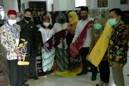 Gandeng DPRD pegiat batik rancang motif batik Malangan