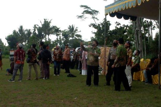 Lomba layang-layang batik sambut hari batik nasional
