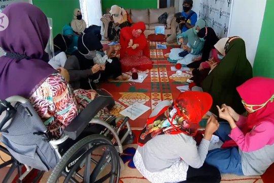 Pelatihan merajut gratis bagi kaum difabel di Padang
