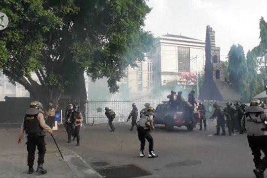 Perusuh demo tolak UU Cipta Kerja di Semarang diamankan