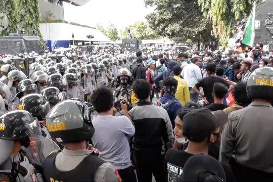 Satgas minta para pengunjuk rasa untuk jalani tes COVID-19