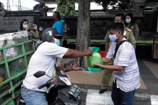 Razia, yang pakai masker dapat sembako dari Satpol PP Semarang