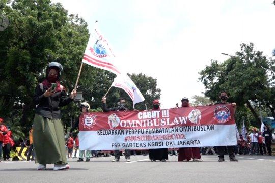 Unjuk rasa buruh kembali digelar, polisi cegah jalan ke Istana Merdeka