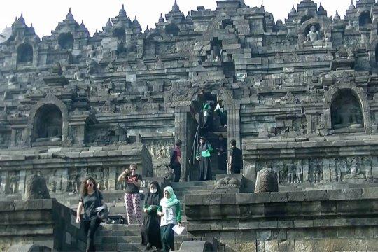 Membludak, pengunjung Candi Borobudur dibatasi