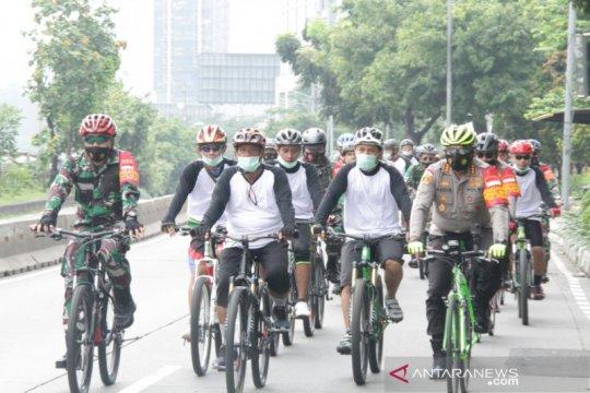 TNI-Polri Jakarta Barat bersama ulama pantau prokes di masyarakat