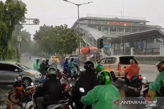 Sebagian lampu lalu lintas di Jaktim padam akibat gangguan listrik
