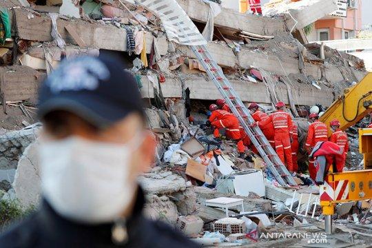 Terkubur 33 jam, pria Turki berusia 70 tahun berhasil diselamatkan