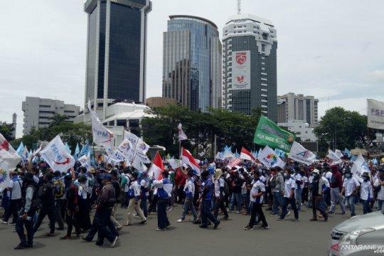 Massa buruh penolak Omnibus Law bubarkan diri dengan tertib
