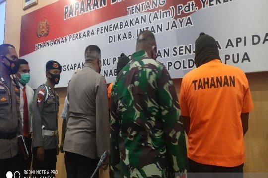 Tiga orang ditetapkan tersangka kasus jual beli senjata api di Papua