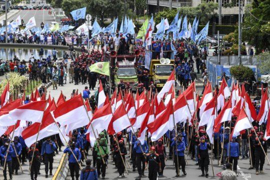 Aksi buruh tolak Omnibus Law