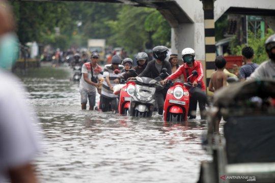 Hujan lebat diprakirakan meliputi sebagian wilayah Indonesia
