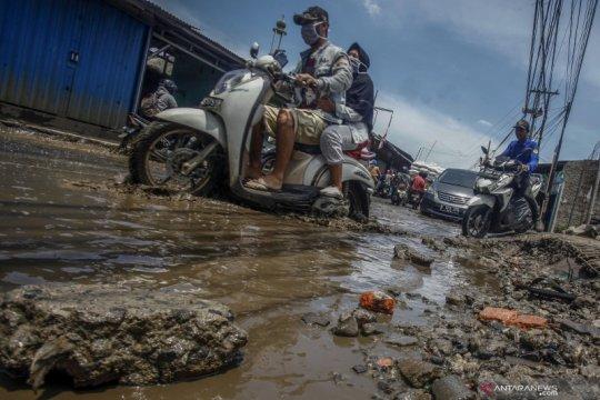 Jalan rusak dan berlubang di Kabupaten Bogor
