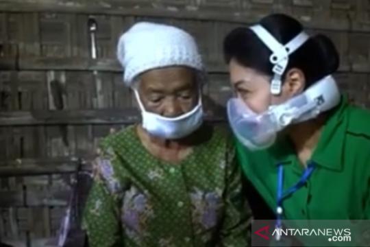 Hetty Andika Perkasa cukupi pangan lansia di Magelang selama setahun