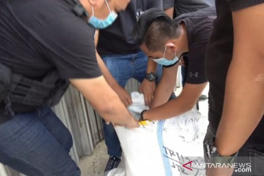 Polres Jakbar ringkus kakak beradik pemilik tiga paket besar sabu