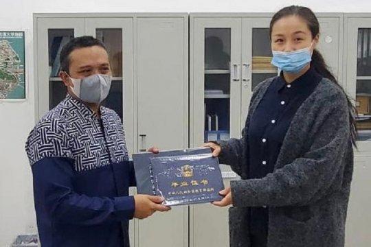 Lima mahasiswa Indonesia di Wuhan lulus