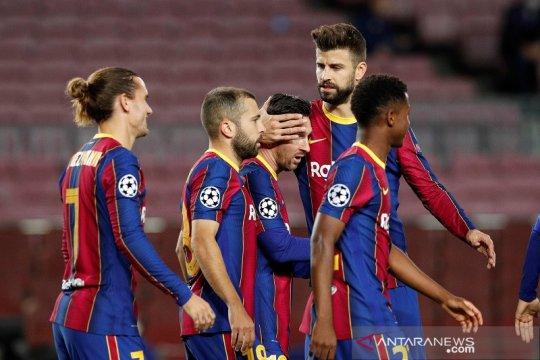 Gerard Pique minta Messi bertahan di Barca