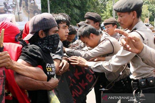 Mahasiswa demonstrasi tolak UU Cipta Kerja di Banjarmasin