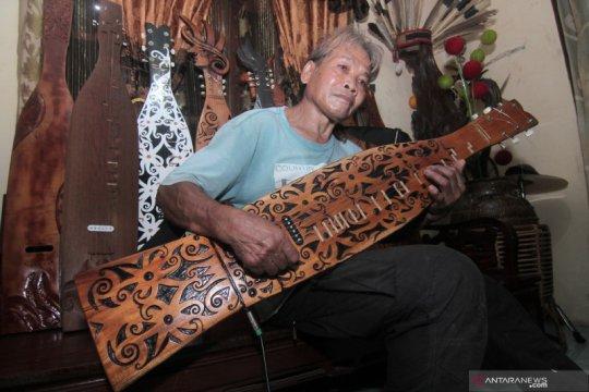 Produksi alat musik Sape khas Dayak