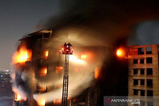 Kebakaran gedung bertingkat di Dhaka