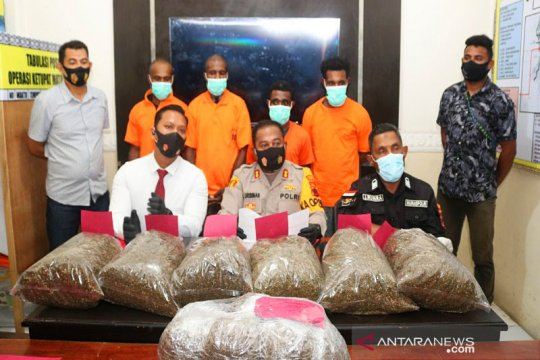 Empat WN PNG ditangkap bawa 10 kg ganja ke Jayapura