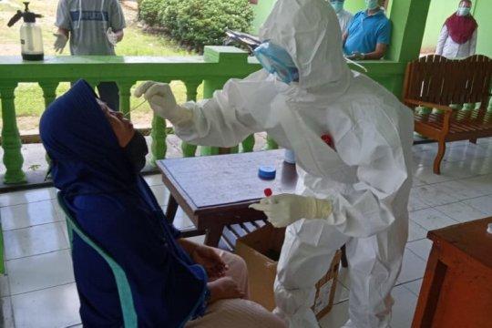91 dari 140 warga kontak erat di Mukomuko-Bengkulu bersedia tes usap