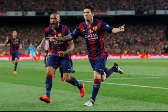 Dani Alves anggap Messi sama besarnya dengan Barcelona