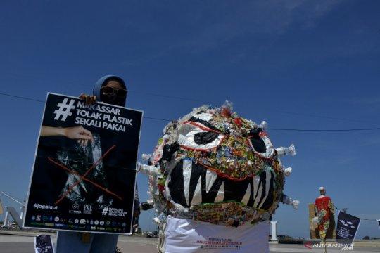 Kampanye anti plastik sekali pakai di Makassar