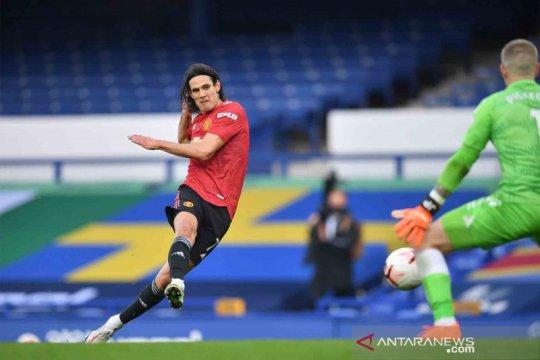 Cavani diskors tiga pertandingan akibat unggahannya di media sosial