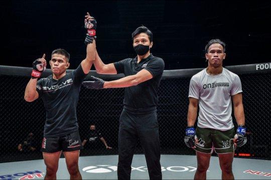 Eko Roni Saputra kembali menang, Abbasov pertahankan juara dunia ONE