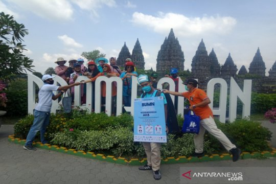 Satgas COVID-19 BUMN bagikan 1.000 masker di Candi Prambanan