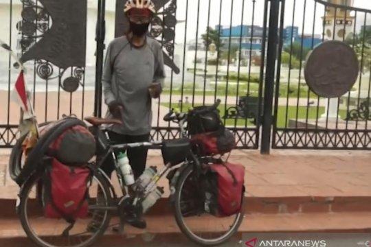 Relawan PMI keliling Indonesia dengan menggunakan sepeda