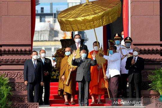 Kamboja mulai buka kembali sekolah, museum