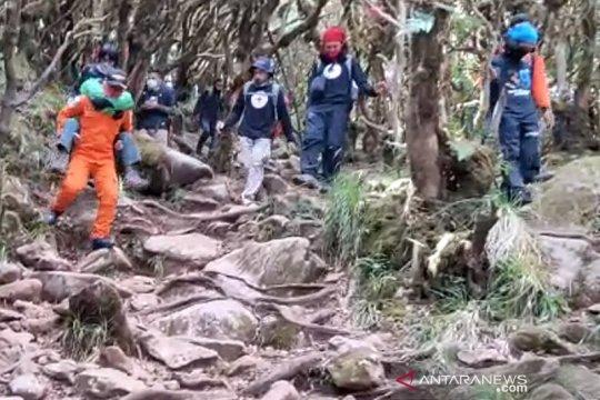 Dievakuasi, pendaki di Gunung Bawakaraeng yang alami hipotermia
