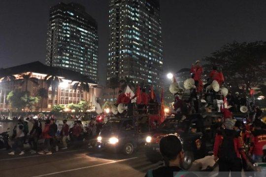 Buruh dan mahasiswa bubar usai demo di Patung Kuda