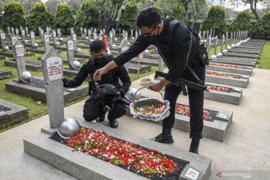 Kemarin, peringatan Hari Pahlawan dan Habibie Prize 2020
