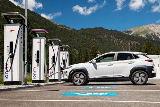 Hyundai gabung BMW VW buat jaringan pengisian daya mobil listrik