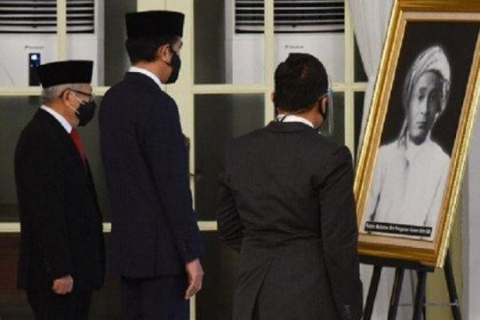 Kemarin, Presiden anugerahkan gelar pahlawan hingga soal Rizieq Shihab