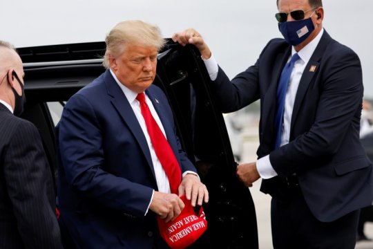 130 anggota Dinas Rahasia AS positif corona selama kampanye Trump